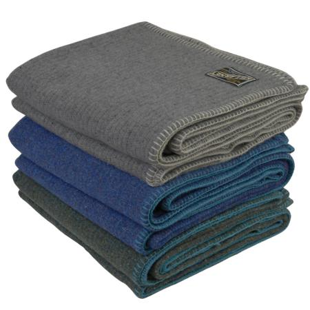 Carntual blanket throw stack